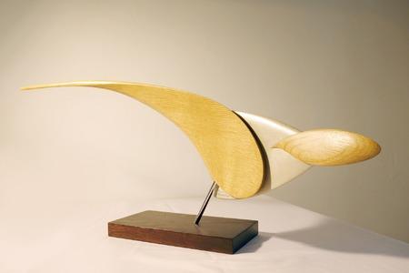 Rouxeville Ressource Bois Artiste sculpteur Breton Gaël Rouxeville Art Contemporain sculptures aériennes et élégante abstrait a découvrir à la Galerie Maner de Pont-Aven en Bretagne Finistère